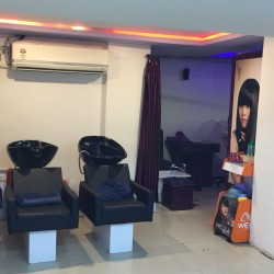 Varad Professional Unisex Salon and Academy_image4