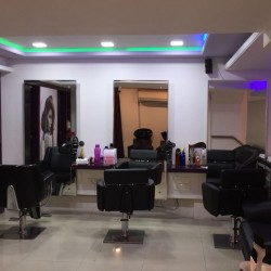 Varad Professional Unisex Salon and Academy_image7
